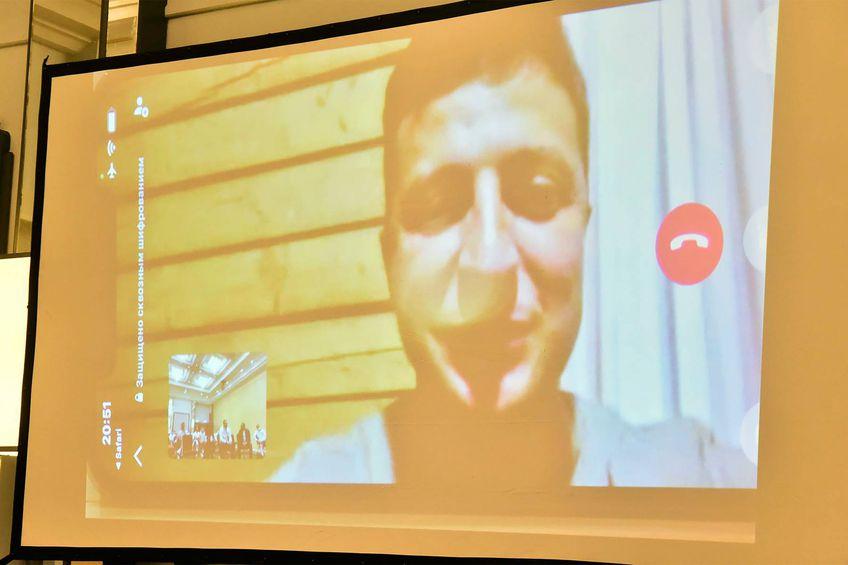"""Ucraina va juca, diseară, în """"optimi"""", contra Suediei la Glasgow, iar elevii lui Șevcenko au fost încurajați prin videoconferință chiar de președintele Volodimir Zelenski."""