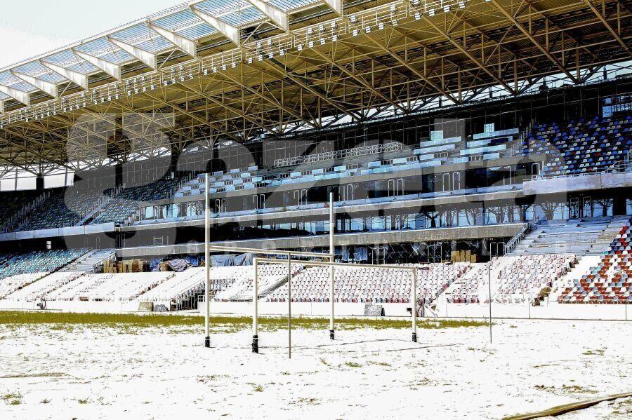 Porțile de fotbal și buturile de rugby au fost montate pe Ghencea