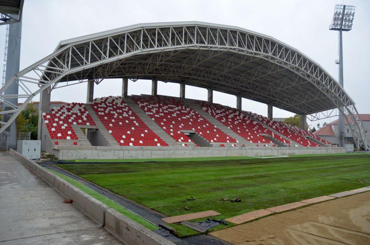 """FOTO Gafă de proporții pe unul dintre noile stadioane! Muncitorii au refăcut totul + acuze dure: """"Sunt sute de nereguli"""""""