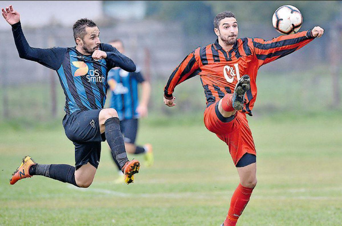 """VIDEO Balet la """"județeană"""" » Reportaj GSP din Zărnești, unul dintre puținele locuri unde se mai joacă în fotbalul mic"""