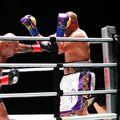 Mike Tyson (54 de ani) și Roy Jones Jr. (51 de ani) s-au luptat în această dimineață, la STAPLES Center din Los Angeles, California. După 8 runde spectaculoase, meciul s-a încheiat la egalitate // Sursă foto: BT Sport