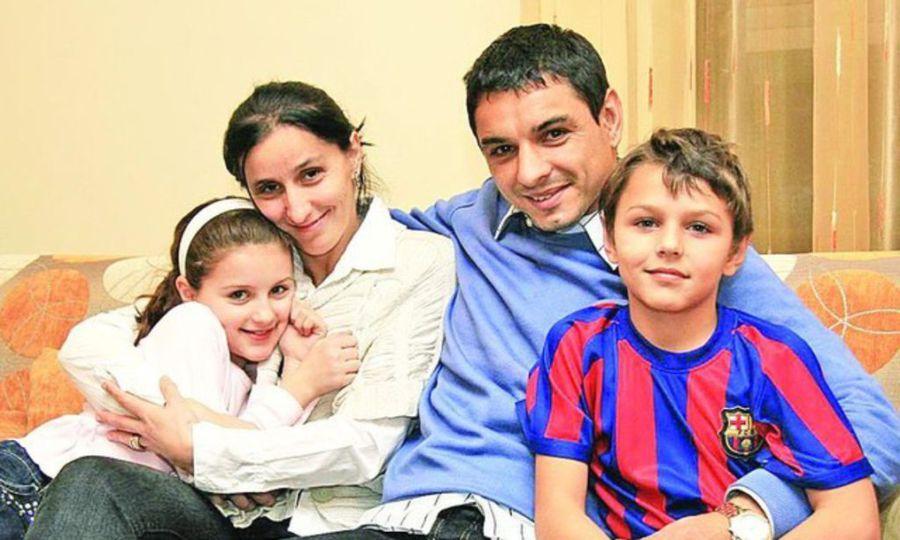 Ionel și Dana și cei doi copii, Ioana și George