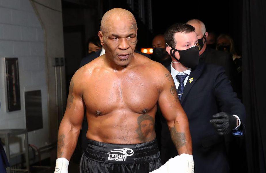 Mike Tyson (54 de ani) a luptat neașteptat de bine cu Roy Jones Jr. (51 de ani).