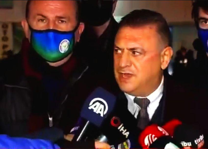 """Hasan Kartal, președintele lui Rizespor, a comentat ironic momentul eliminării: """"Poate Șumudică l-a înjurat de mamă pe arbitru, în română. Habar n-am de ce i-a arătat cartonașul roșu. Arbitrul a fost evident de partea lui Fenerbahce astăzi""""."""