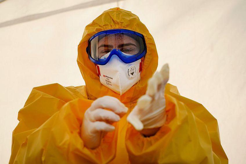 România începe să producă măști de protecție pentru coroanvirus // FOTO: Guliver/GettyImages