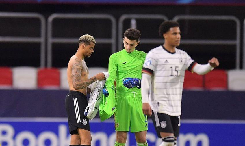 """România U21 a remizat cu Germania U21, scor 0-0, și a ratat calificarea în """"sferturile"""" Euro 2021. Andrei Vlad, dărâmat la final de ratarea calificarea, a fost consolat de Lukas Nmecha, vârful nemților."""