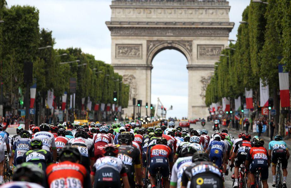 ltima etapă din Turul Franței se încheie mereu la Paris, sub ochii a mii de spectatori FOTO Guliver/GettyImages