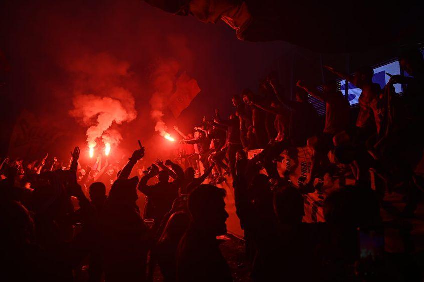 Fanii celor de la CSA Steaua au păstruns pe noua arena din Ghencea, pentru a sărbători promovarea în Liga 2. Se pare că oficialii clubului nu aprobat demersul.