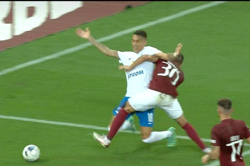 Farul a cerut penalty în minutul 67 al partidei cu Rapid, după un duel între Jefte Betancor și Alexandru Dandea.