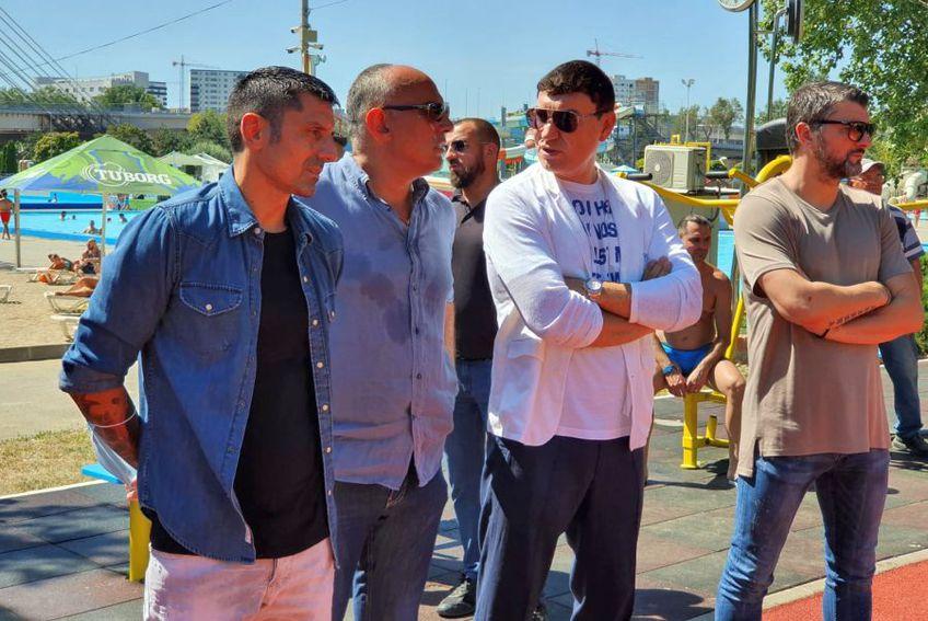 Cristi Borcea (al doilea din dreapta), alături de Adrian Mihalcea, Florin Prunea și Ionel Dănciulescu la un eveniment de Teqball din București