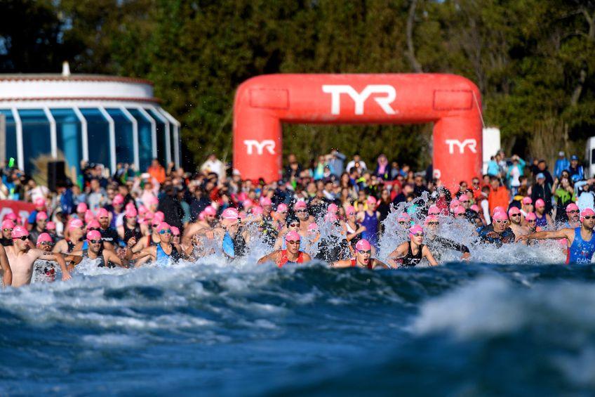 Startul de la triatlon se face cu proba de înot și cu mult entuziasm