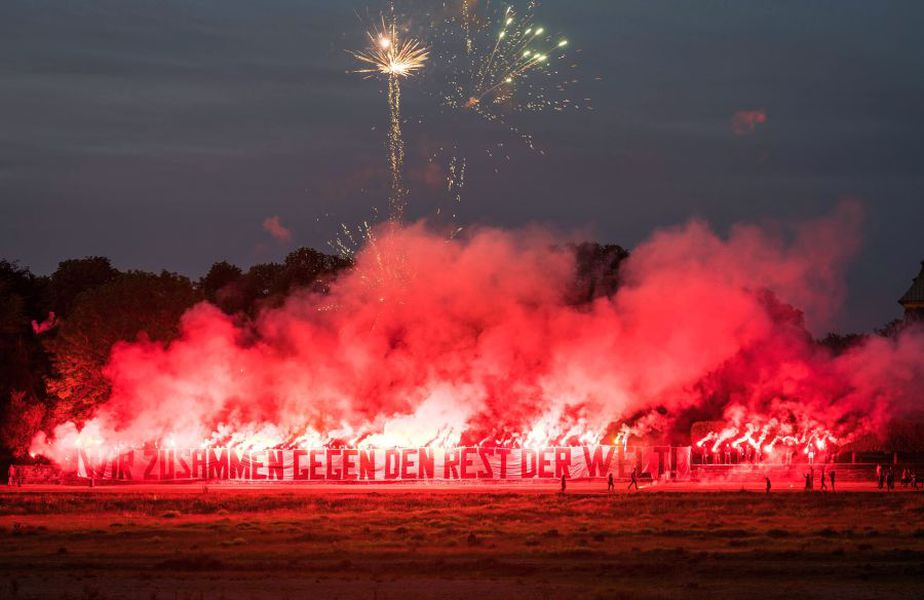 Spectacol făcut de suporterii echipei Dynamo Dresda // Foto: Twitter Dynamo Dresda