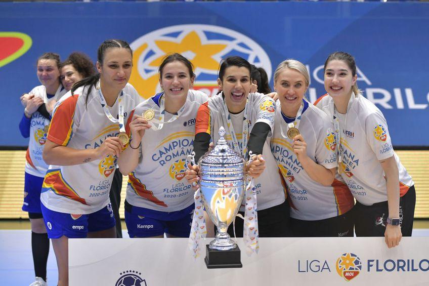 CSM București a primit astăzi trofeul de campioană a sezonului 2020/2021 din Liga Națională de handbal feminin.